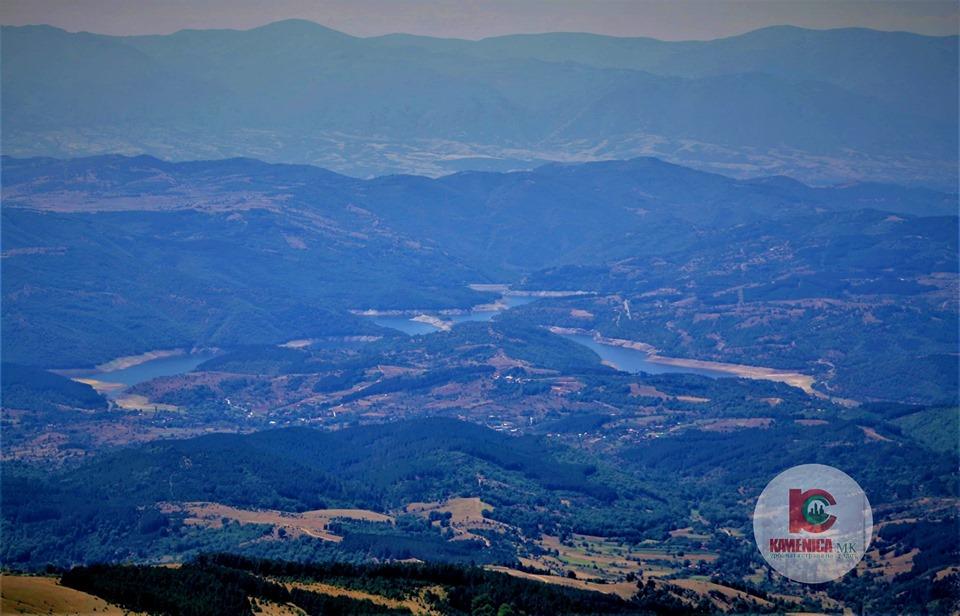 поглед од врвот Сива Кобила кон Македонска Каменица и Калиманско Езеро